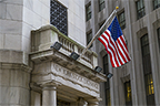 مؤشرات الأسهم الأمريكية تستهل تداولات أخر جلسات الأسبوع على تراجعات بقرابة 1% في وول ستريت